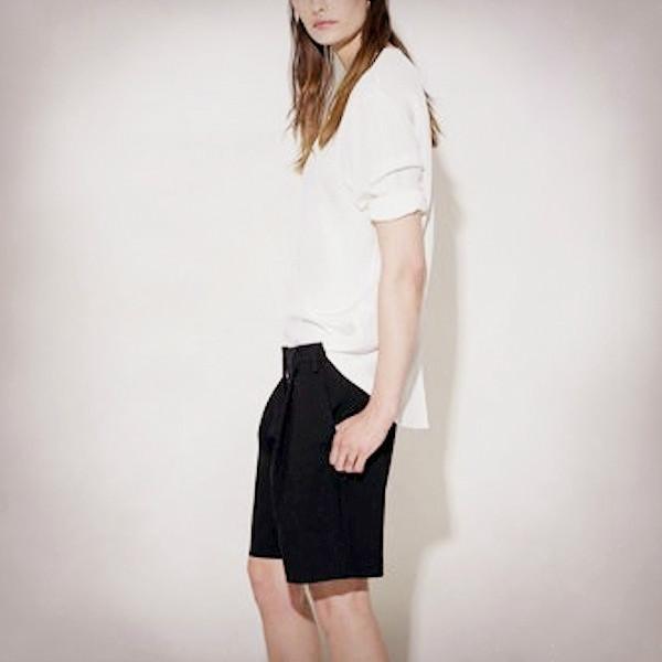 この夏は爽やかに美しく!半端丈のハーフパンツを「都会的に」着こなす方法って?
