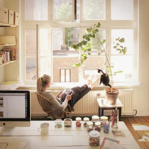 自宅にマイデスクを置く3つのメリット。働きウーマンの仕事部屋スタイルHowTo