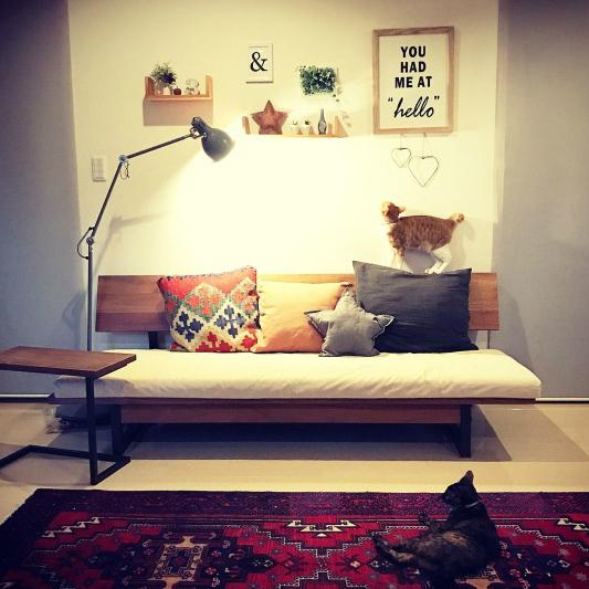 海外のモダンなおしゃれ部屋。憧れ空間の鍵はウォールデコレーションにあり?