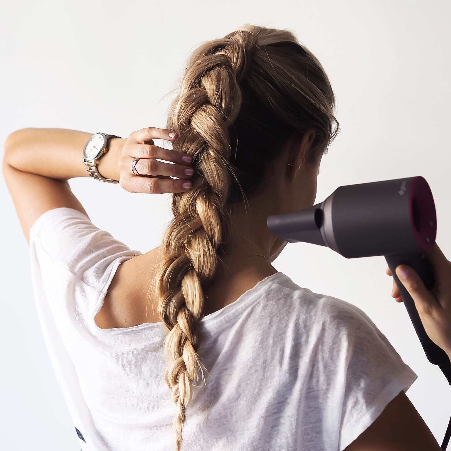 """ツヤ髪のために「髪を傷つけない」習慣を! 今すぐ見直したい""""大人の美髪ケア"""""""